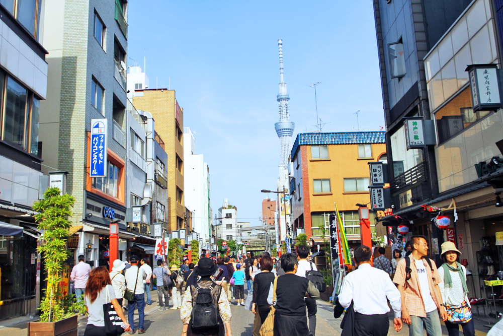 Even the streets outside the parade routes in Asakusa were packed!