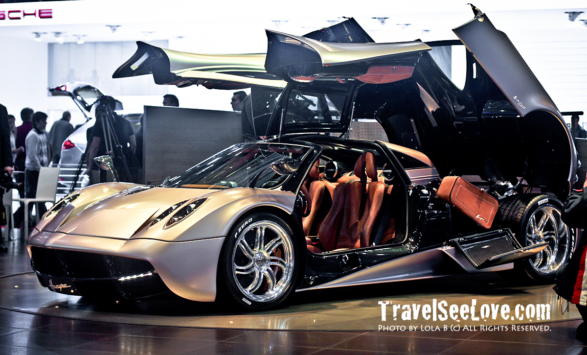 This is the Pagani Zonda that the Huayra replaced... just when you thought Pagani couldn't build on perfection, they went from GREAT to AMAZING...