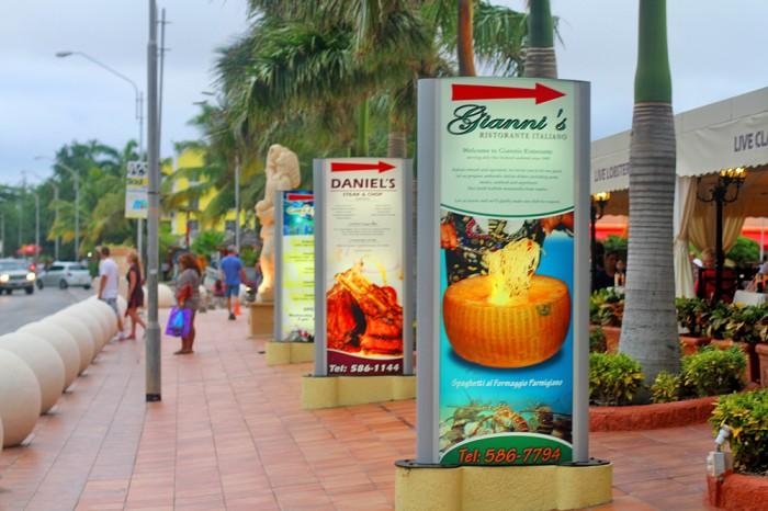 Restaurants on J.E. Irausquin Blvd in Palm Beach